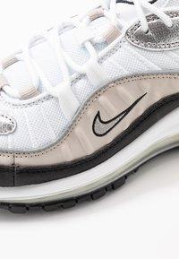 Nike Sportswear - AIR MAX 98 - Sneaker low - white/metallic silver/desert sand/black - 2
