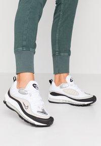 Nike Sportswear - AIR MAX 98 - Sneaker low - white/metallic silver/desert sand/black - 0