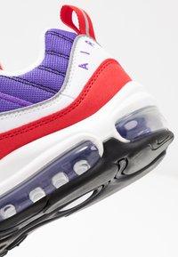 Nike Sportswear - AIR MAX 98 - Matalavartiset tennarit - psychic purple/black/university red/white - 2