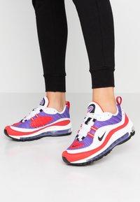 Nike Sportswear - AIR MAX 98 - Matalavartiset tennarit - psychic purple/black/university red/white - 0