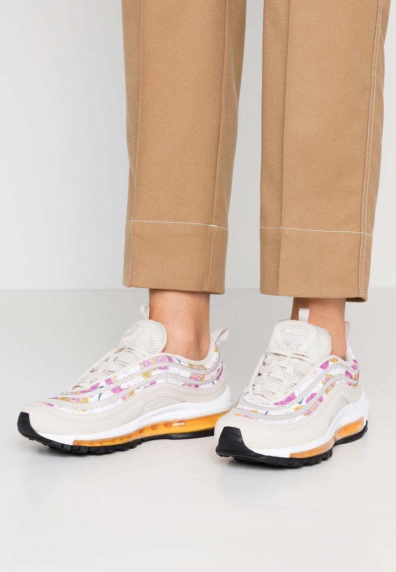 Nike Sportswear - AIR MAX 97 - Tenisky - light orewood brown/white/laser orange