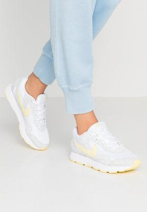 DELFINE - Sneaker low - white/bicycle yellow