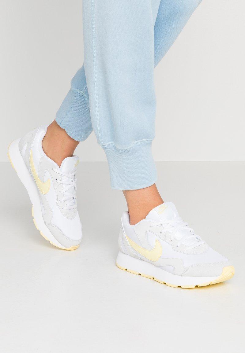 Nike Sportswear - DELFINE - Joggesko - white/bicycle yellow