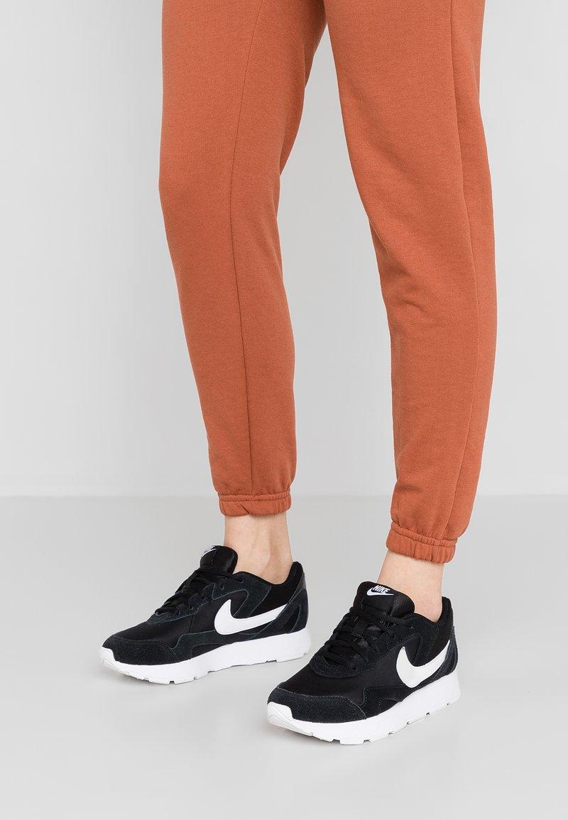 Nike Sportswear - DELFINE - Sneakersy niskie - black/white
