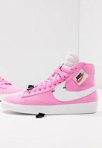 Nike Sportswear - BLAZER MID REBEL - Baskets montantes - psychic pink/summit white/pale pink/mystic green - 7