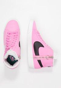 Nike Sportswear - BLAZER MID REBEL - Baskets montantes - psychic pink/summit white/pale pink/mystic green - 3