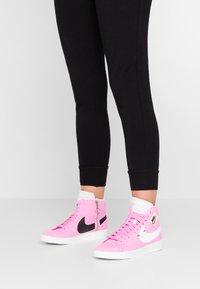 Nike Sportswear - BLAZER MID REBEL - Baskets montantes - psychic pink/summit white/pale pink/mystic green - 0