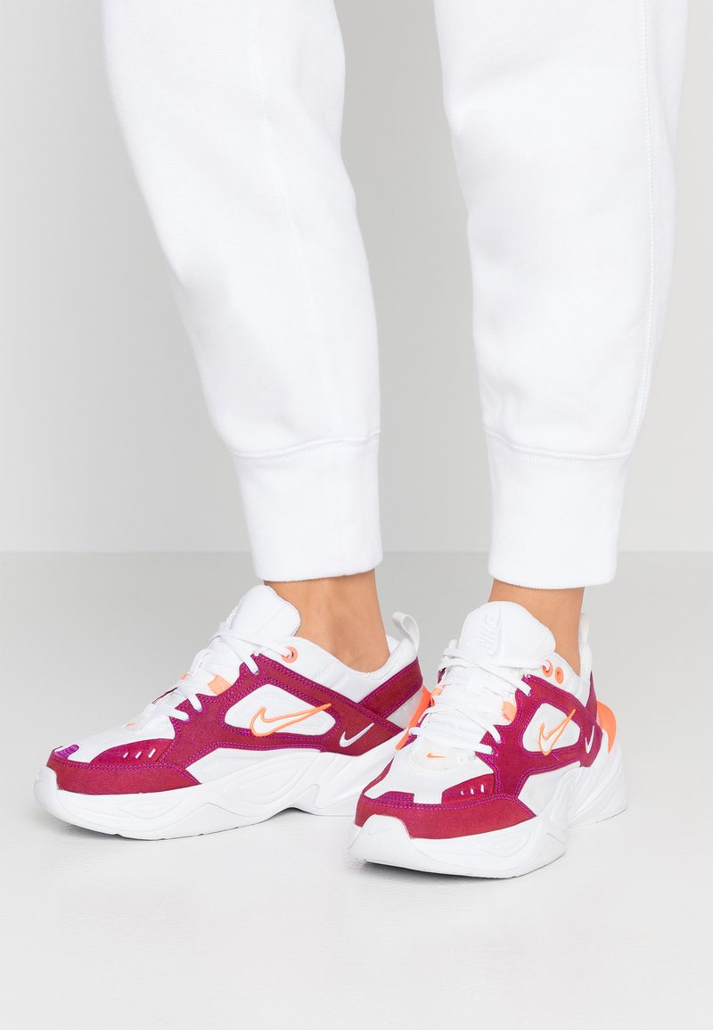 Nike Sportswear - M2K TEKNO SE - Sneakers - hyper crimson/white