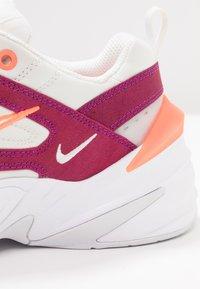 Nike Sportswear - M2K TEKNO SE - Sneakers laag - hyper crimson/white - 2