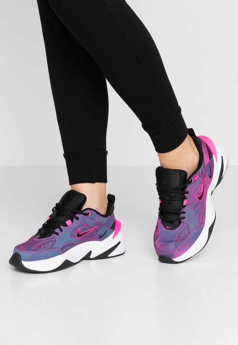 Nike Sportswear - M2K TEKNO SE - Sneaker low - laser fuchsia/black/white