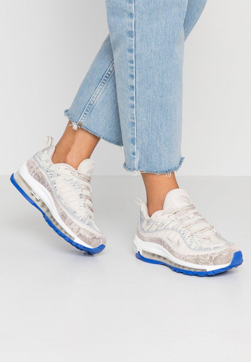 Nike Sportswear - AIR MAX 98 PREMIUM - Sneaker low - light orewood brown/moon particle/sail/white/racer blue/laser orange