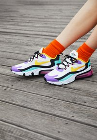 Nike Sportswear - AIR MAX 270 REACT - Sneakers laag - white/dynamic yellow/black/bright violet/aurora green/pink blast - 4