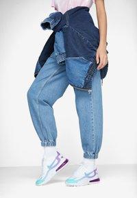 Nike Sportswear - AIR MAX 270 REACT - Matalavartiset tennarit - white/light blue/aurora green/vivid purple - 0