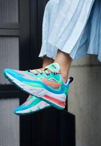 Nike Sportswear - AIR MAX 270 REACT - Tenisky - electro green/flash crimson/blue lagoon/hyper jade/lavender mist/sunset pulse - 4