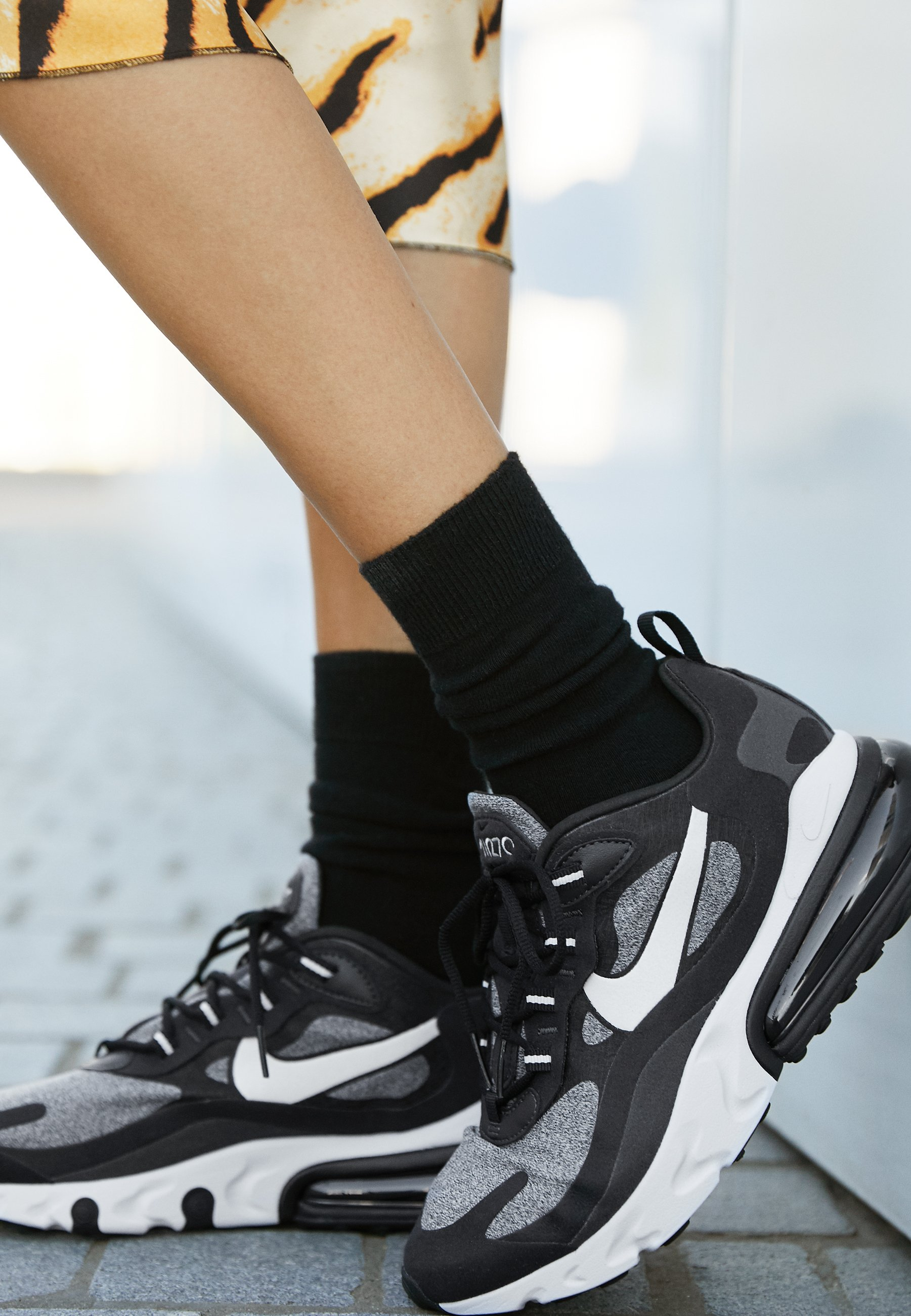 AIR MAX 270 REACT Sneakers laag blackvast greyoff noir