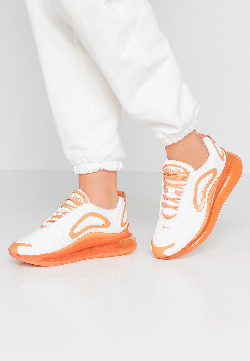 Nike Sportswear - AIR MAX 720 SE - Trainers - summit white/metallic summit white/copper moon