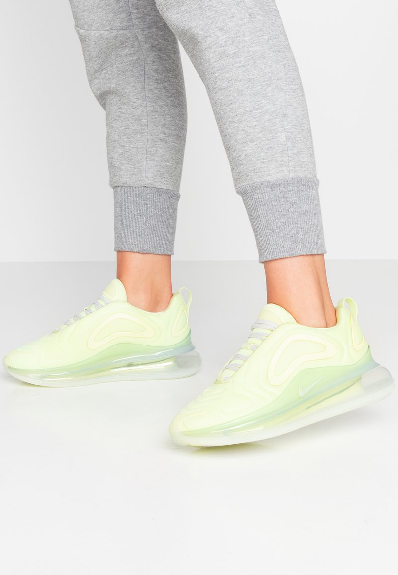 Nike Sportswear - AIR MAX 720 SE - Sneakersy niskie - luminous green/platinum tint/metallic sepia stone
