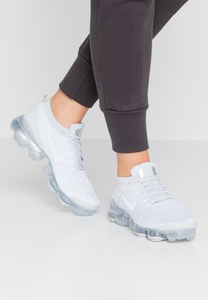 AIR VAPORMAX FLYKNIT - Sneakersy niskie - white/pure platinum/metallic silver