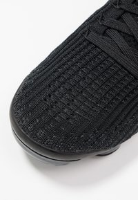 Nike Sportswear - AIR VAPORMAX FLYKNIT - Trainers - black/anthracite/white/metallic silver - 2