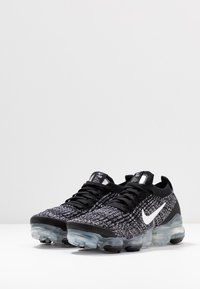 Nike Sportswear - AIR VAPORMAX FLYKNIT - Sneakersy niskie - black/white/metallic silver - 4