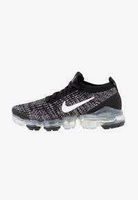 Nike Sportswear - AIR VAPORMAX FLYKNIT - Sneakersy niskie - black/white/metallic silver - 1