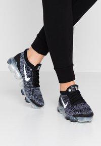 Nike Sportswear - AIR VAPORMAX FLYKNIT - Sneakersy niskie - black/white/metallic silver - 0