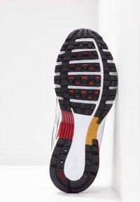 Nike Sportswear - P-6000 - Baskets basses - white/varsity red/metallic platinum - 8