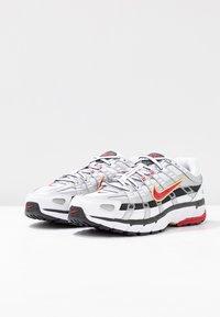Nike Sportswear - P-6000 - Baskets basses - white/varsity red/metallic platinum - 6