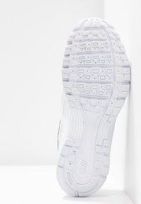 Nike Sportswear - P-6000 - Sneakersy niskie - white/platinum tint - 8