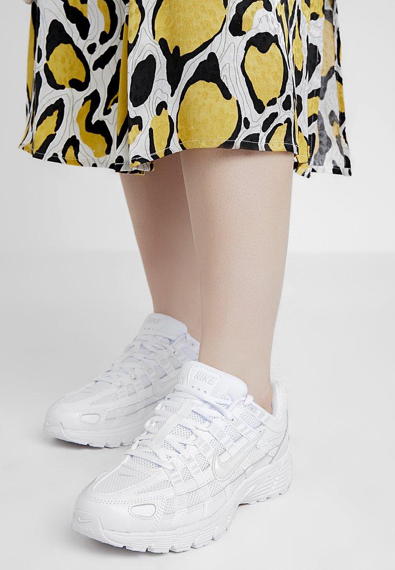 Nike Sportswear - P-6000 - Sneakersy niskie - white/platinum tint