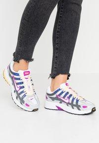 Nike Sportswear - P-6000 - Sneakers - grey fog/white/iron grey - 0
