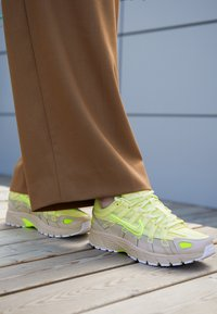 Nike Sportswear - P-6000 - Sneaker low - luminous green/desert sand - 4