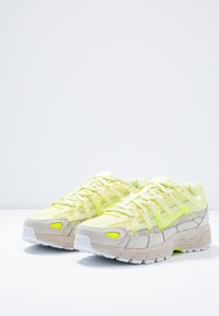 Nike Sportswear - P-6000 - Sneaker low - luminous green/desert sand - 6