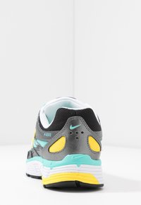 Nike Sportswear - P-6000 - Zapatillas - black/white/aurora green/amber rise/metallic dark grey/chrome yellow