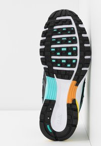 Nike Sportswear - P-6000 - Zapatillas - black/white/aurora green/amber rise/metallic dark grey/chrome yellow - 6