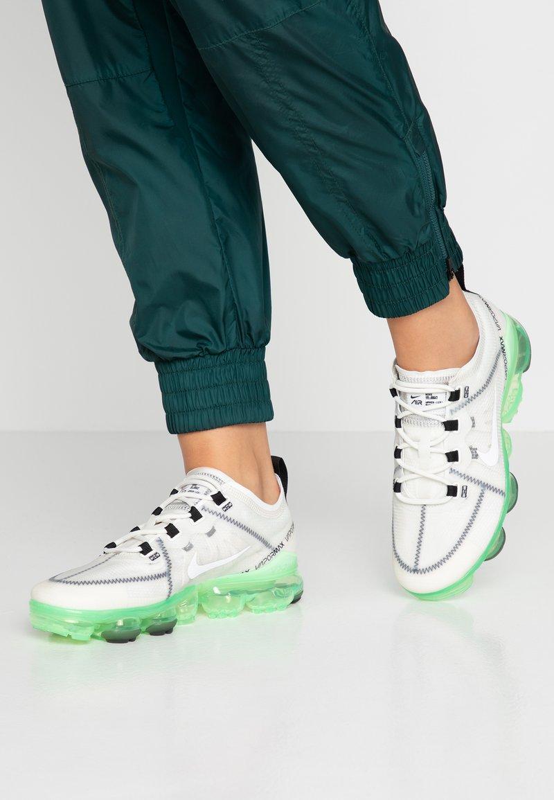 Nike Sportswear - AIR VAPORMAX 2019 - Sneaker low - summit white/phantom/black