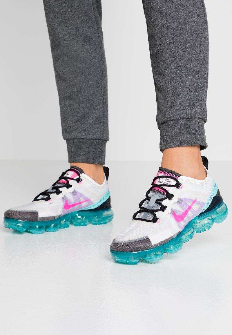 Nike Sportswear - AIR VAPORMAX 2019 - Matalavartiset tennarit - platinum tint/pink blast/aurora green/black/bright violet