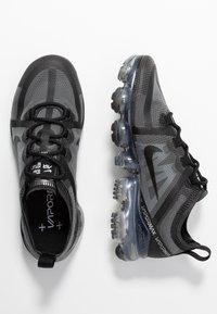 Nike Sportswear - AIR VAPORMAX 2019 - Sneakersy niskie - black - 3