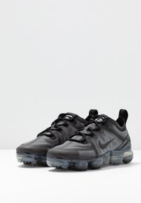 Nike Sportswear - AIR VAPORMAX 2019 - Sneakersy niskie - black - 4