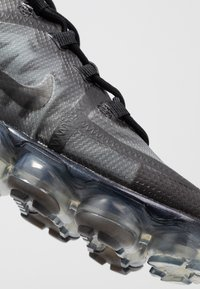 Nike Sportswear - AIR VAPORMAX 2019 - Sneakersy niskie - black - 2