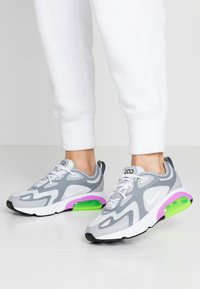Nike Sportswear - AIR MAX 200 - Sneakers basse - pure platinum/white/cool grey/wolf grey/atomic purple/electric green - 0