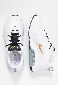Nike Sportswear - AIR MAX 200 - Matalavartiset tennarit - white/metallic gold/black/metallic silver - 5