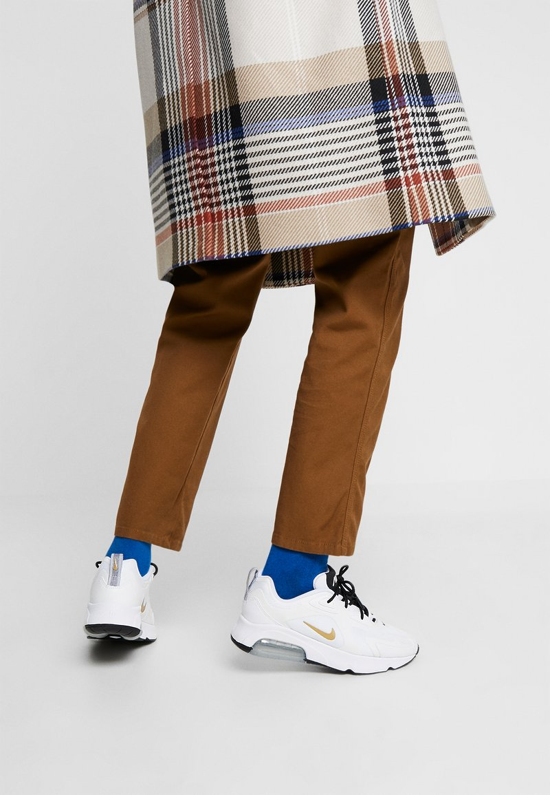Nike Sportswear - AIR MAX 200 - Sneakers basse - white/metallic gold/black/metallic silver