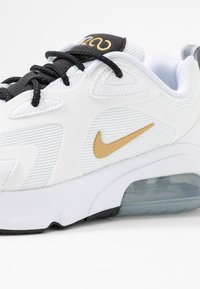 Nike Sportswear - AIR MAX 200 - Matalavartiset tennarit - white/metallic gold/black/metallic silver - 4