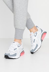 Nike Sportswear - AIR MAX 200 - Tenisky - pure platinum/white/cool grey/sunset pulse/black - 0