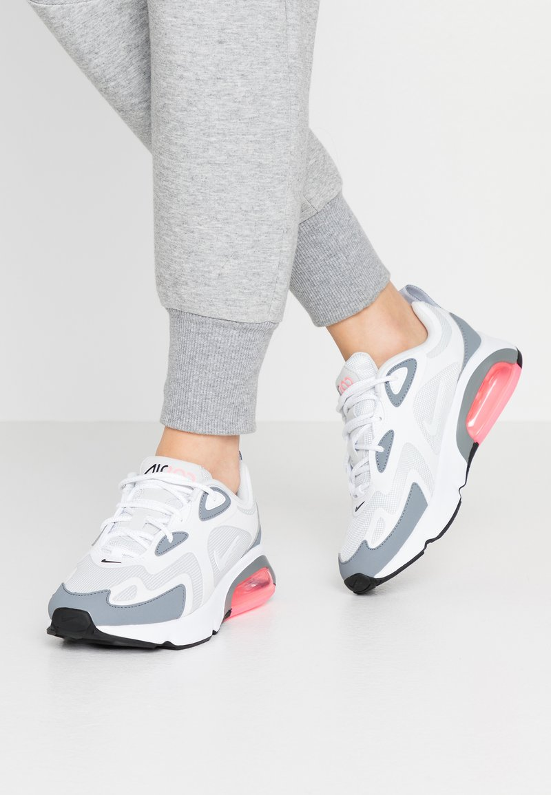 Nike Sportswear - AIR MAX 200 - Sneakersy niskie - pure platinum/white/cool grey/sunset pulse/black