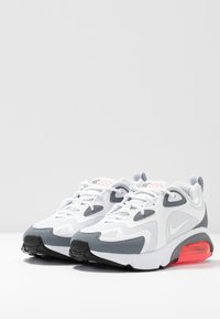 Nike Sportswear - AIR MAX 200 - Tenisky - pure platinum/white/cool grey/sunset pulse/black - 4