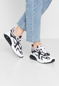 Nike Sportswear - AIR MAX 200 - Sneakersy niskie - white/black/anthracite - 0
