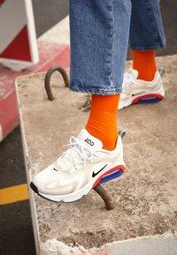 Nike Sportswear - AIR MAX 200 - Sneaker low - sail/black/desert sand/phantom/habanero red/game royal - 4