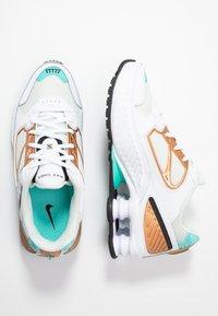 Nike Sportswear - SHOX ENIGMA 9000 - Sneaker low - white/black/spruce aura/aurora green/metallic copper - 5